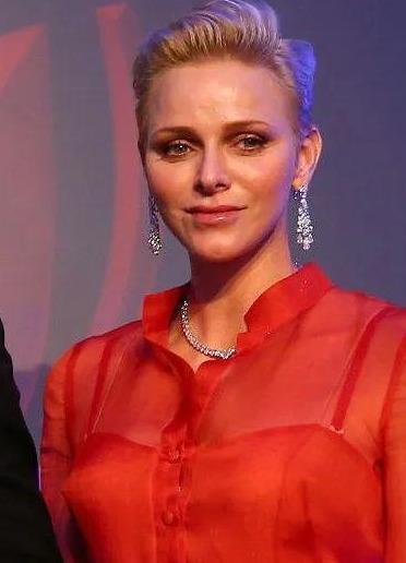 探寻女老大王妃的珠宝箱:你到底有多少耳环?