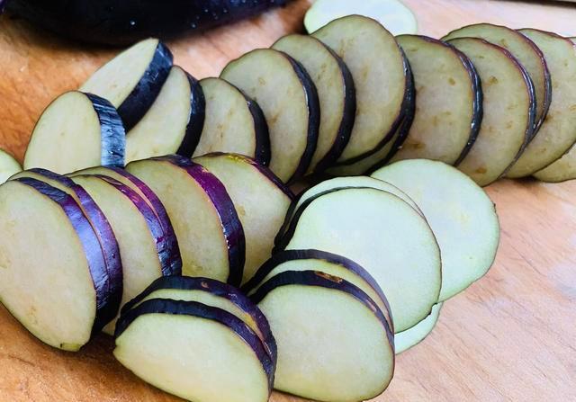 家庭煮夫日常 家常版本的炸茄盒与黄焖鸡腿儿 三餐四季 简单生活