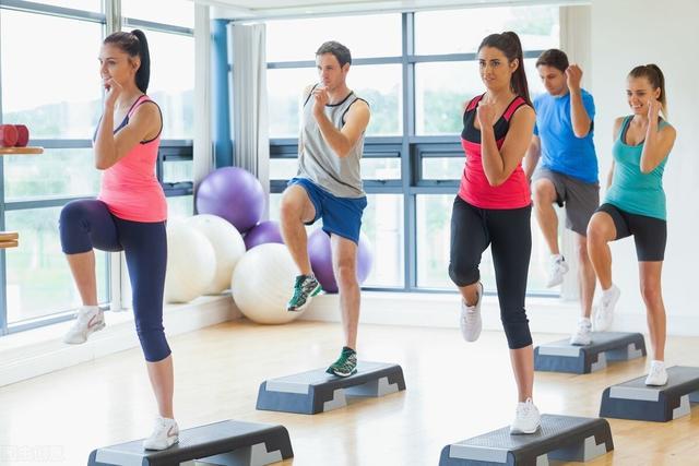健身房有氧运动墙绘