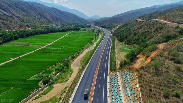 历时2年多,首个隧道贯通,难关重重的元绿高速今年能如期通车吗?