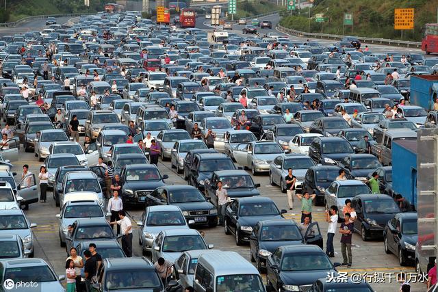 车堵人堵,看看以往国庆节这些画面,你计划好去哪里玩了吗?