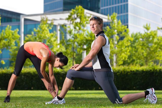 你能夠摸到自己的腳尖嗎?如何提高身體柔韌性?