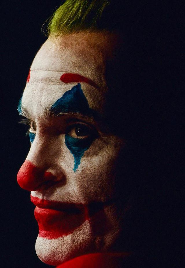 小丑妆容强颜欢笑