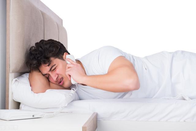 每天睡多少个小时合适?睡眠不够的3大危害,不可忽视
