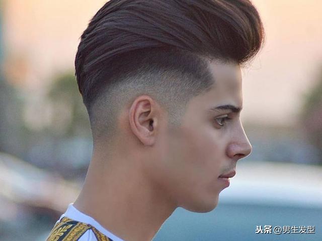 卷发型男短发两边剃掉