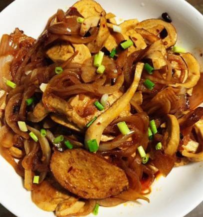 家常美食:香芋蛋卷,浇汁小鱿鱼,小炒素鸡洋葱,真正简单易学