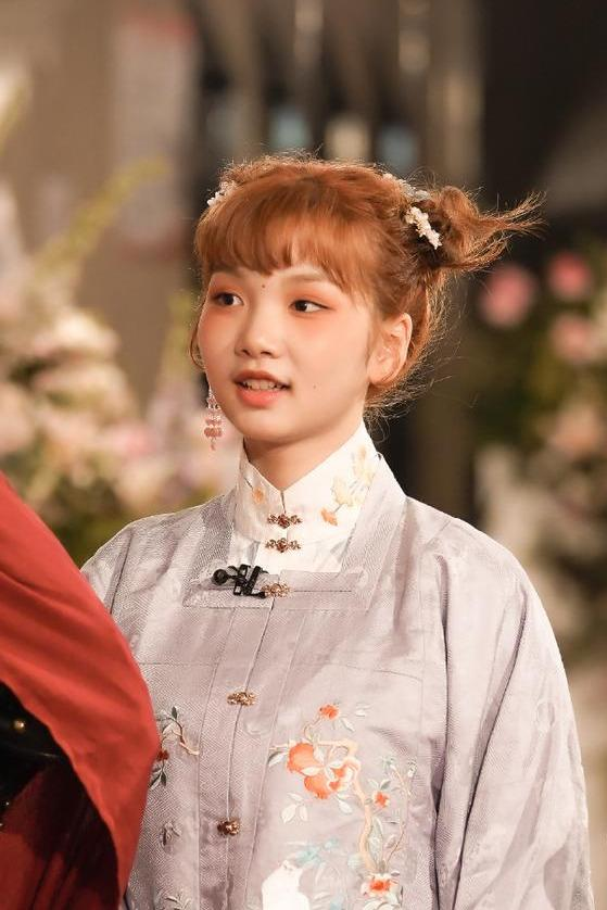 名门泽佳:田京凡红毯走秀太可爱了!妆容造型效果好似年画里的福娃