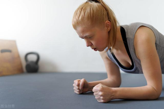 一組手臂訓練動作,雕刻男人的麒麟臂,女生的天鵝臂