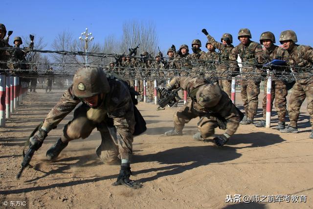军人艰苦体能训练图片