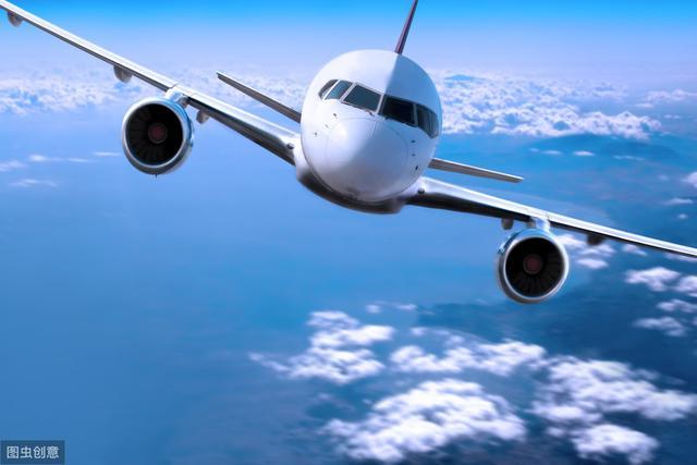 美国27岁女子全身未着衣物,现身机场,直接被劝离