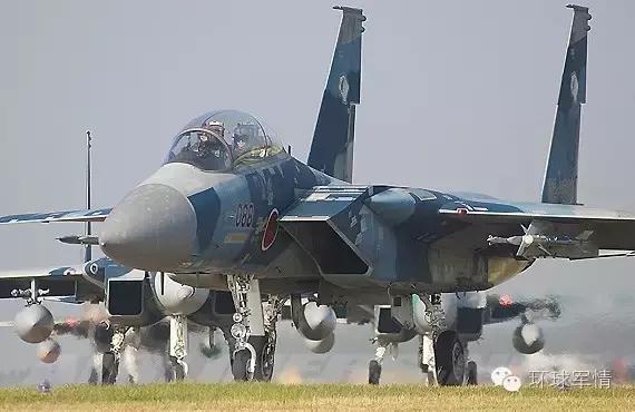 美2架军机同一天飞临中国南海东海黄海