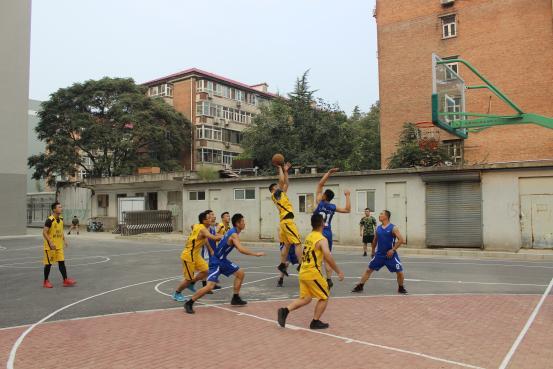 身为中国人感到自豪,为武警战士们点赞,北京站国庆实拍