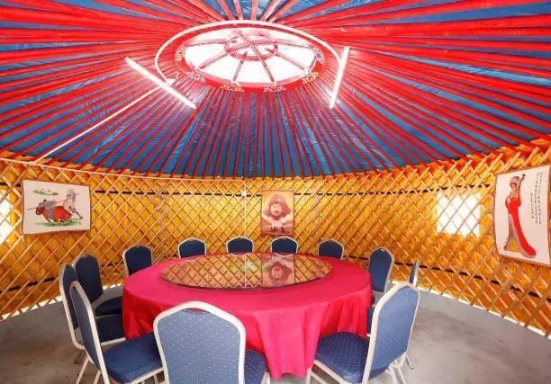 查干湖蒙古民俗体验园,3斤皮囊酒198?看看小伙多少钱买下来的