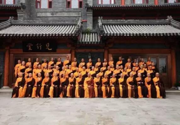清华北大排队来出家,探寻北京一所神秘的高科技寺庙,龙泉寺!