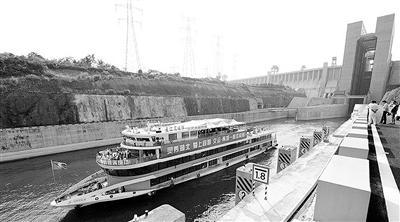 世界最大升船机 三峡升船机实船试航