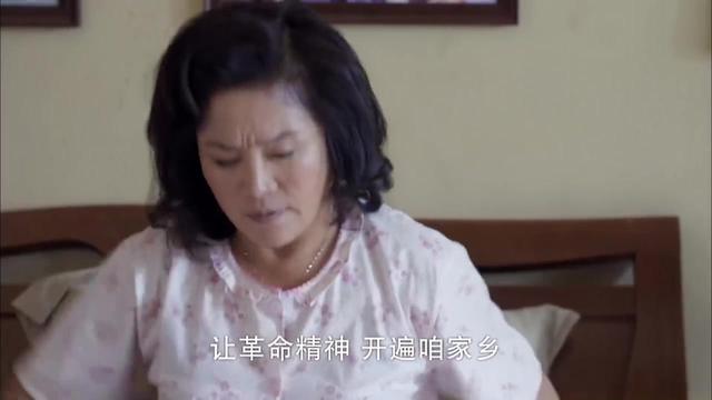 老妈的三国时代: 大妈摆摊卖臭豆腐,还没出街呢,就被城管拦住
