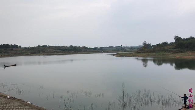 济南南部这座群山环抱的小水库一年四季都很美!