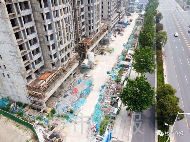 """郑州一群业主被""""坑惨"""",买的商品房不但交房无期,还变成了安置房"""