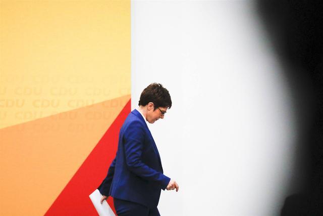德防长回击质疑:对中国的猛批,只是一些人的自我安慰