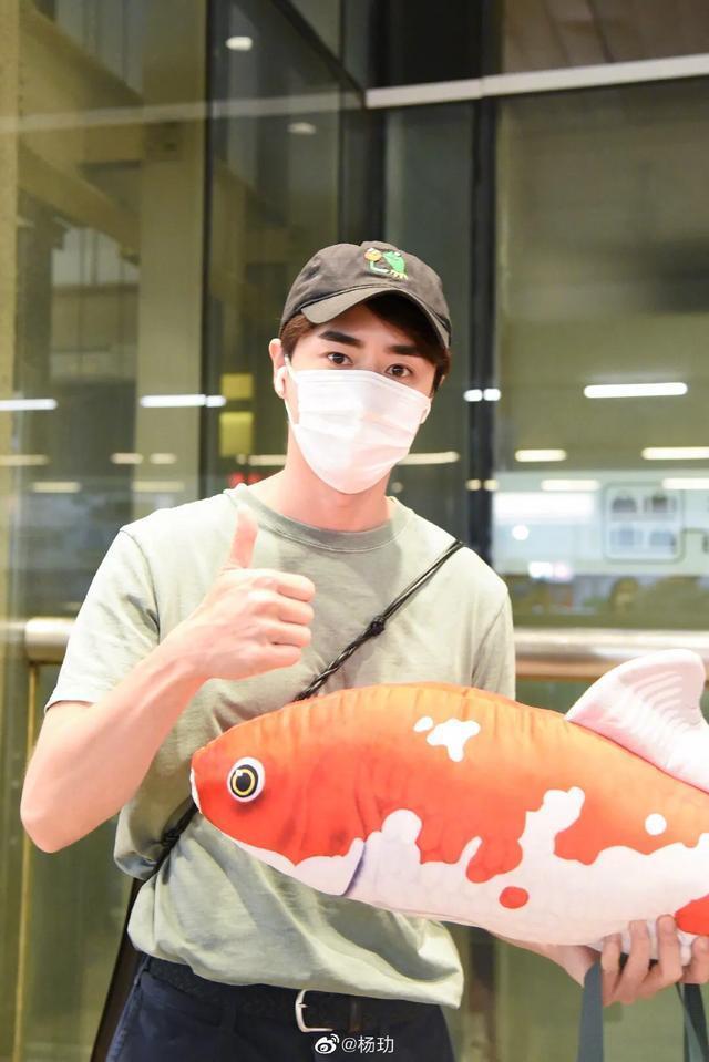 """《三十而已》杨�W""""陈养鱼""""被粉丝送鱼干应援,这波操作有点可爱"""