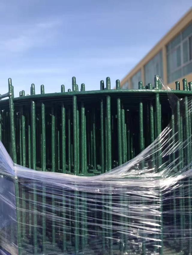 pvc公路护栏需要多少钱有比较清楚的业内人士么_建筑构件
