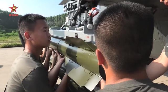 直10大规模实弹打击,顶级导弹亮出威力,阿帕奇也扛不住一发