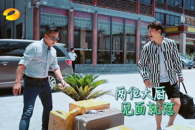 林大厨录制《中餐厅》,多个箱子成为关注重点,大火腿十分吸睛