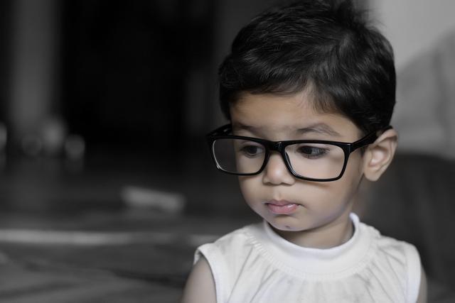 """暑期近视度数""""暴涨"""",孩子配眼镜要注意什么?"""