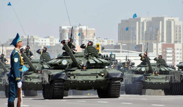 大批军队在边境集结!埃及紧急订购500辆坦克,释放出危险信号