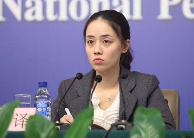 """她,中国外交部""""女神翻译官"""",翻译界的扛把子,人称""""小清新"""""""