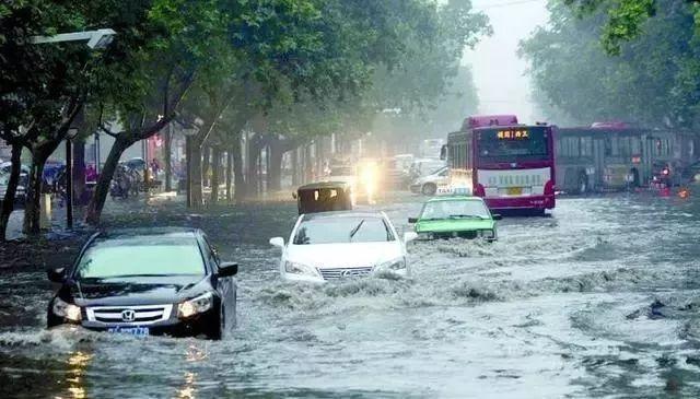 这几个暴雨天开车技巧你学到了吗?
