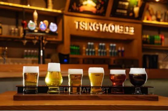 "TSINGTAO1903青岛啤酒吧酿出起时尚夜""滋味"""
