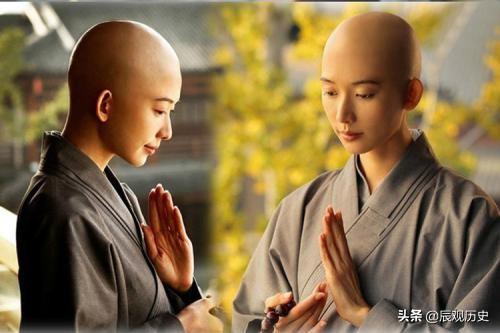 中国有一座寺庙,僧侣和尼姑在一起吃饭和生活?网友:可以破戒?