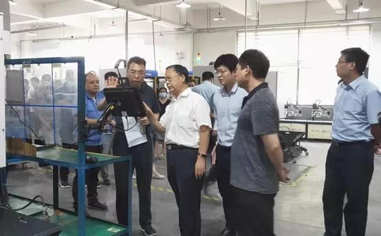 市工信局副局长李君、总工程师李阳一行莅临洛阳鸿元轴承考察指导