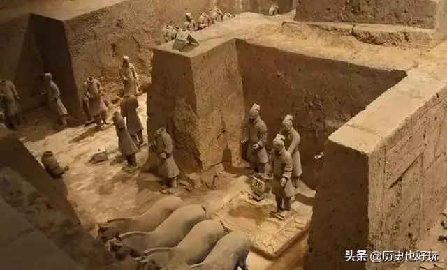 兵马俑队列之间有堵墙,墙里有什么?