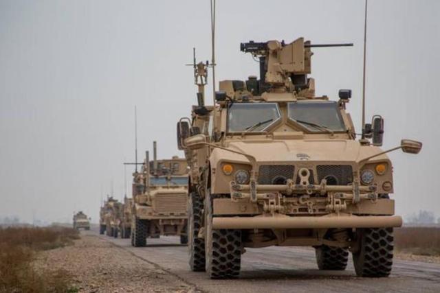 """美军运输车队遇袭,游击队员""""彬彬有礼"""",请司机下车后再炸"""