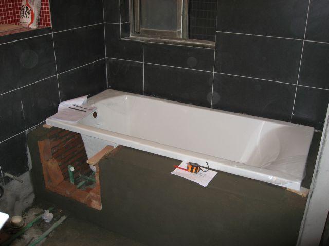 卫生间想装浴缸,第1个条件就不满足,劝你们放弃好,太碍事
