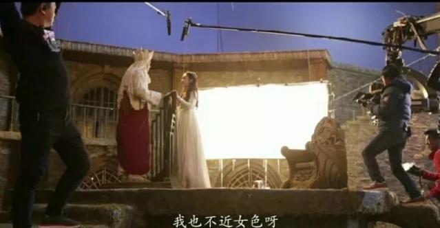 《中餐厅4》杀青,赵丽颖左拥右抱杨超越李浩菲,嘟嘴比V超少女