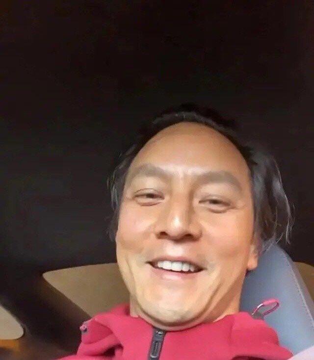 45岁吴彦祖近照曝光,素颜跟陈冠希有的一拼,谜之角度暴露双下巴