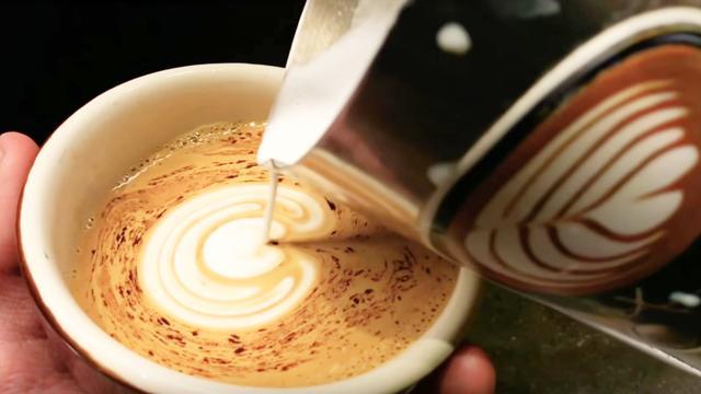 咖啡拉花特写视频教程,咖啡拉花慢动作分解,想学咖啡拉花的