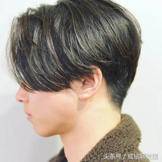 男士长发扎辫子发型