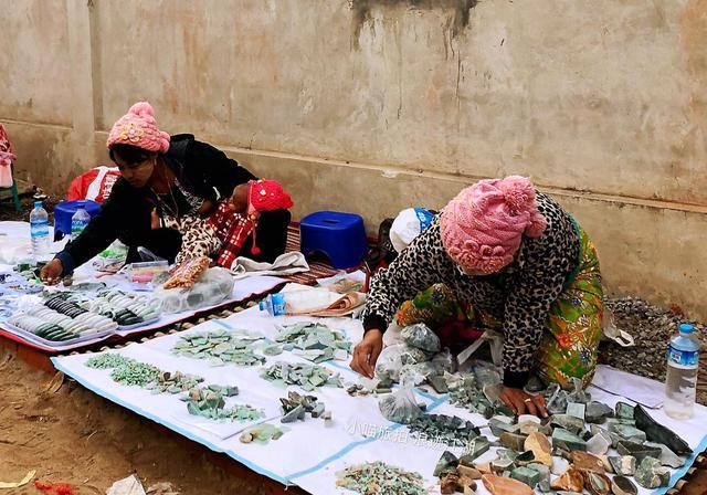 缅甸最大的珠宝市场,宝石交易如同菜市场买菜,买... _网易视频