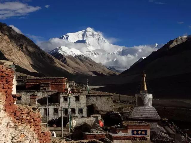 蓝天西藏寺庙图片