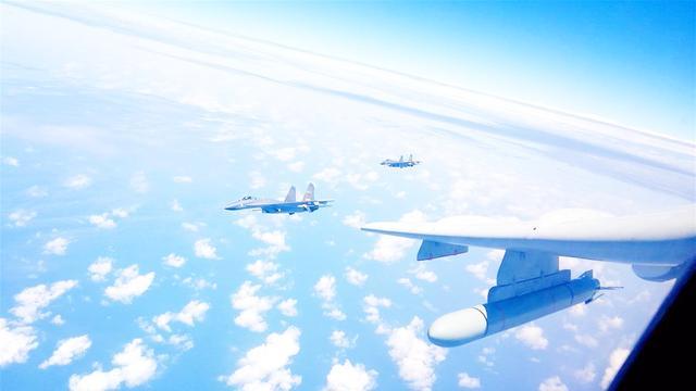 空军绕台巡航图片