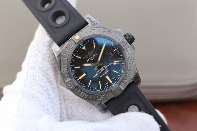 百年灵 (Breitling) 全新复仇者战机腕表