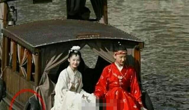 这些令人哭笑不得的穿帮,图二是模仿日本的特殊绑法吗?
