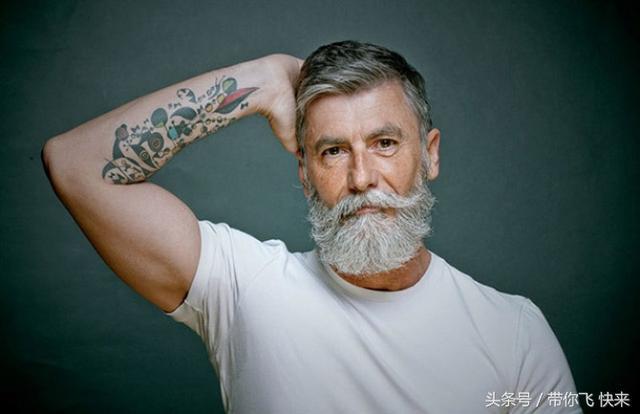 """当纹身""""老了""""会变成什么样? 看完估计肠子都悔青... _网易新闻"""