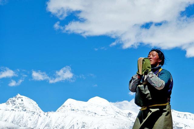 手绘西藏磕头朝圣图片
