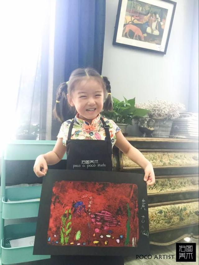 5岁小女孩画画竟能卖这么多钱,很多人看到她的画后都连连称赞