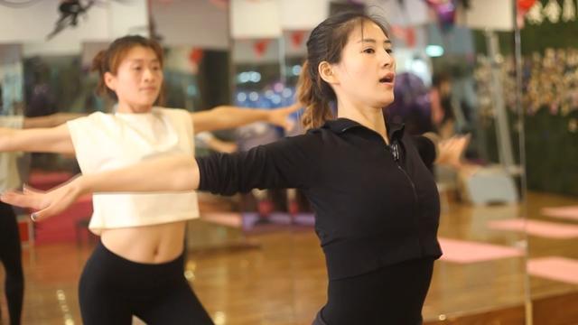 肩背部粗壮就来跳这组减脂瘦身操吧!有效减少后肩背脂肪和赘肉